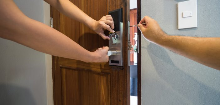 5 Signs of a Professional Locksmith